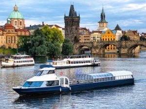 прогулка на корабле в Праге