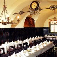 «У Флеку» — самый колоритный пивной ресторан в Праге